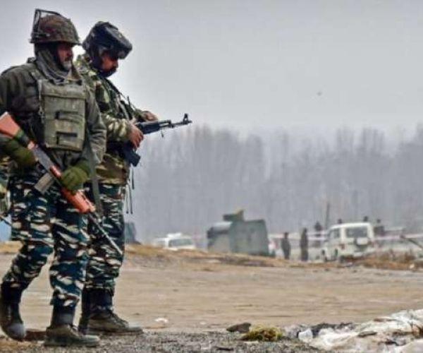 आतंकवादियों ने श्रीनगर में भारतीय सेना की रोड ओपनिंग पार्टी पर हमला किया, दो सैनिक मारे गए